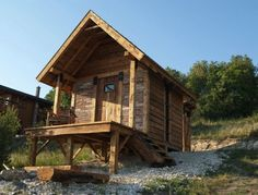 Pomaz Weekend Getaway Cabin - side using reclaimed materials