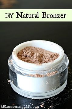 Natural DIY Bronzer DIY bronzer is a simple and inexpensive makeup recipe to give your skin a sun-kissed glow. Homemade bronzer is made from natural ingredients you can feel good about. Homemade Bronzer, Homemade Cosmetics, Homemade Mascara, Do It Yourself Tattoo, Diy Cosmetic, Limpieza Natural, Natural Make Up, Natural Life, Natural Living