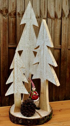 Atelier Mäurer Rieth: Winter / Weihnachten – - MY World Christmas Wood Crafts, Decoration Christmas, Wooden Christmas Trees, Rustic Christmas, Christmas Projects, Christmas Art, Winter Christmas, Holiday Crafts, Christmas Ornaments