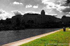 Die Urania in Wien. Gesehen vom Donaukanal aus. Vienna, Sidewalk, Walkways, Pavement, Curb Appeal