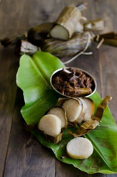 My sister-in-law made these for us on our recent trip to Hawaii.  They were amazing..like eating candy. Lemang/ Glutinous Rice wrapped in Banana Leaf