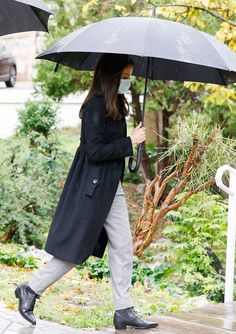 Hugo Boss, Burberry, Spanish Royalty, Spanish Royal Family, Queen Letizia, Royal Fashion, Raincoat, Feminine, My Style