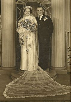 Vintage Couples, Chic Vintage Brides, Vintage Wedding Photos, Vintage Weddings, Vintage Bridal, Vintage Pictures, Vintage Lace, Vintage Images, Wedding Couples