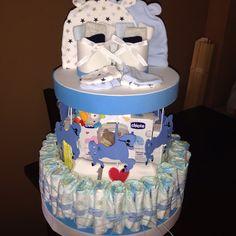 Carrusel de pañales, con regalos. Higiene del bebe, chupete, cuelga chupete, patucos, manoplas, calcetines...