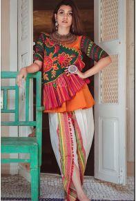 New Chaniya Choli & Blouse Designs for Navratri 2019 - LooksGud. Salwar Designs, Choli Designs, Blouse Designs, Dress Designs, Pakistani Dress Design, Pakistani Dresses, Indian Dresses, Indian Outfits, Pakistani Bridal