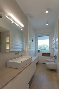 Home Remodeling Ideas Renovation Mirror 62 Ideas Home Office Shelves, Home Styles Exterior, String Lights In The Bedroom, Window In Shower, Trendy Home, Style At Home, Bathroom Interior Design, Bars For Home, Modern Bathroom