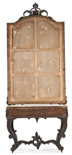 Pareja de juegos de consola y espejo isabelinos en jacarandá y caoba tallada, hacia 1860