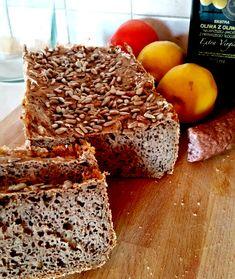 Bohaterem dzisiejszego wpisu jest chleb, chlebek, chlebuś (...) podzielę się z Wami moim przepisem na bezglutenowy chleb gryczany z automatu. Banana Bread, Food, Meal, Essen, Hoods, Meals, Eten