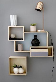 Tag res r alis es avec des caisses en bois diy wall for Cubes de rangement mural