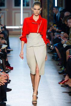 Irina Nikolaeva walking Roland Mouret Spring '13 RTW #runway #fashion