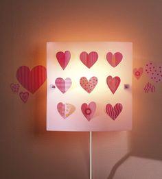 Kinderlamp Wandlamp Hart - Deze mooie wandlamp met roze hartjes mag niet ontbreken in een meisjeskamer - kidsdecoshop.nl