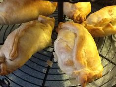 Maltese Ghagina: Pastizzi filled with cheese or peas delicious!!!