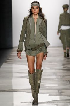 See the complete Greg Lauren Spring 2016 Ready-to-Wear collection.