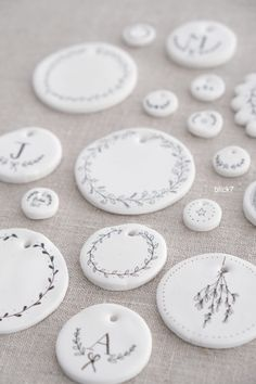 Polymer Clay Crafts, Diy Clay, Clay Art Projects, Clay Ornaments, Air Dry Clay, Diy Home Crafts, Clay Creations, Artisanal, Diy Gifts