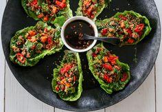 Hjertesalat er et ypperlig utgangspunkt for deilige wraps. Saftig, fresht, sunt og veldig, veldig godt! Her har jeg laget et deilig kjøttfyll med svinekjøtt, knasende sprø grønnsaker og asiatiske… Ground Meat, Frisk, Bruschetta, Avocado Toast, Wraps, Mad, Breakfast, Ethnic Recipes, Spinach