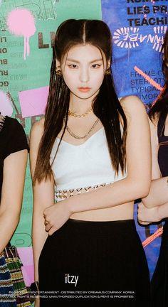 """yeji in the three versions of it'z me"" Jeonju, Fandom, K Pop, South Korean Girls, Korean Girl Groups, Programa Musical, Sana Momo, White Aesthetic, Melanie Martinez"