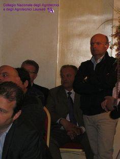 In piedi: Enrico Cortellazzi, Presidente di Mantova. Seduto dietro di lui Carmelo Gennaro Presidente di Ragusa.