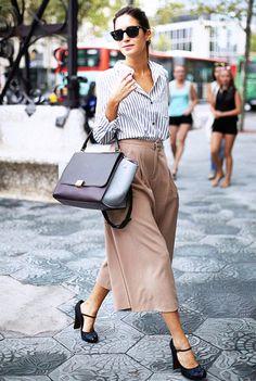 Descobrimos o segredo para estar sempre bem! #howtobeparisian #miniskirt #midskirt #flats #highheels #ootd #outfit #outfitoftheday #gala #galagonzalez #amlul