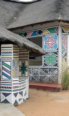 Esther Mahlangu Is Keeping Africa's Ndebele Painting Alive - Artsy African Empires, African Tribes, African Life, African Style, Angel Drawing, Contemporary African Art, Geometric Painting, South African Artists, House Drawing