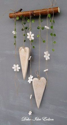 super simple but cute DIY decoration: hang hearts and flowers on wooden posts - wooden ideassuper simple but cute DIY decoration: hanging hearts and flowers on wooden posts super simple but cute DIY decoration: hanging Clay Crafts, Wood Crafts, Diy And Crafts, Arts And Crafts, Diy Clay, Diy Y Manualidades, Wooden Posts, Deco Floral, Hanging Hearts
