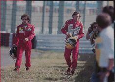 Alain Prost y Ayrton Senna, después de chocar en Suzuka 1990