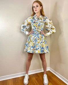Elizabeth Liones, The Girl Who, Beauty Photography, Look Cool, Beautiful Actresses, Nice Tops, Redheads, High Neck Dress, Style Inspiration