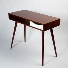 Mid Century Desk With Drawer. Minimalist / by FlintAlleyFurniture Mid Century Modern Desk, Mid Century Modern Furniture, Desk With Drawers, Walnut Stain, New Furniture, Mid-century Modern, Minimalist, Wood, Office Desk