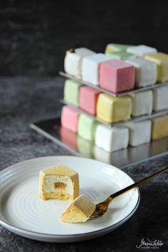 Rubik's Cube Würfel zum Vernaschen - Maren Lubbe - Feine Köstlichkeiten Patisserie Design, Cake Pop Decorating, Cake Decorating Techniques, Pop Tarts, Mini Cakes, Cupcake Cakes, Grolet, Savoury Cake, Desert Recipes
