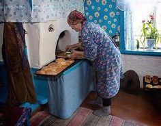 Only in Russian village you can find the tastiest pies from Grandma :) Interior Design Living Room, Living Room Designs, Grandma Pie, Draw On Photos, Kitchen Stories, Canning, Country Life, Country Living, Thermal Mass