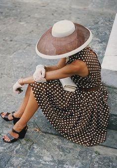 Hat, brown and white polka dots, white gloves.
