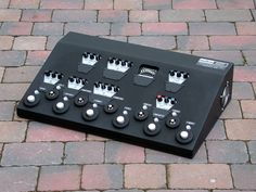David Gilmour's mid-2000s pedalboard, built by Pete Cornish, pedal tech to the stars.