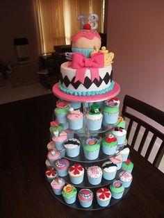 Alice in Wonderland cake & cupcakes ...