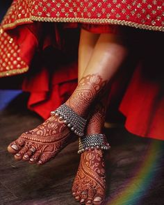 Payal Designs Silver, Silver Anklets Designs, Silver Payal, Anklet Designs, Mehandi Designs, Wedding Mehndi Designs, Tattoo Designs, Leg Mehndi, Mehendi