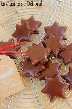 Stars with chocolate ice cream - Cookies / Biscuits - noel Easy Christmas Cookie Recipes, Best Christmas Cookies, Noel Christmas, Xmas, Cinnamon Cream Cheese Frosting, Cinnamon Cream Cheeses, Easy Desserts, Dessert Recipes, Christmas Biscuits