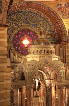 Cathedral Basilica of Saint Louis, USA.  We've been there, but I've not seen or taken this particular view. Lovely. Old Churches, Catholic Churches, Sacred Architecture, Church Architecture, Religious Architecture, Beautiful Architecture, Beautiful Buildings, Chapelle, Roman Catholic