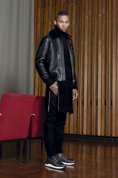 http://www.vogue.com/fashion-shows/pre-fall-2016/givenchy/slideshow/collection