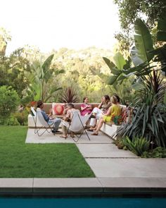 Enjoy the sun and throw a summer party in your outdoor living room. #partyplanner