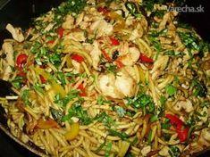 Ďalšia naša rýchla večera. Toto jedlo pomenovala moja kamoška, ktorá si myslela že je to dajaké čínske jedlo. Ale ja som okrem čínskych rezancov nepoužila žiadnu exotickú surovinu.