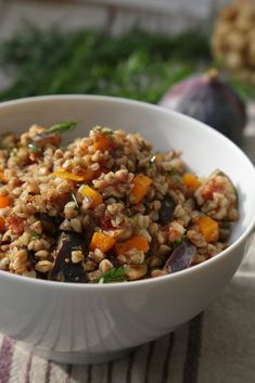 Salade végétarienne de sarrasin aux saveurs d'automne : courge butternut, figues , noisettes , aneth | On Dine chez Nanou Vegetarian Recipes, Healthy Recipes, Poke Bowl, Kung Pao Chicken, No Cook Meals, Fried Rice, Fall Recipes, Dairy Free, Nom Nom