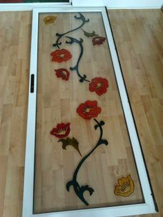 Puerta corredera de armario, flores pintadas con pintura especial para cristal
