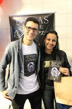 Lançamento do #livro #BodasDePapel na #UBC #UniversidadeBrazCubas em #MogiDasCruzes #SP #DanielMoraes e a #leitora Priscila.