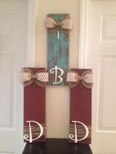 Barn wood picture frame with burlap bow, ribbon, and twine. Hand painted and sanded in your choice of color and letter.  Holds 5x7 pic