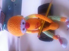 Un mic hecho de hilo a crochet, por Lourdes.
