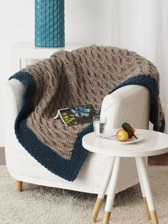 Free Pattern - Crocheting into the back loops creates a beautiful and easy waved ridge pattern on this fantastic blanket in Bernat Softee Chunky. #crochet