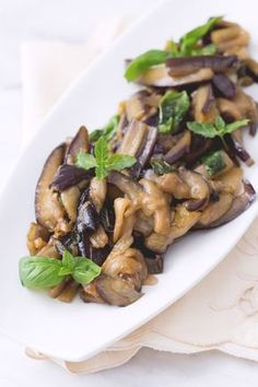 Sweet and sour aubergines: simple and tasty. Perfect to accompany meat and fish side dishes! Best Dinner Recipes, Wine Recipes, Cooking Recipes, Side Dishes For Fish, Eggplant Recipes, Everyday Food, Italian Recipes, Food To Make, Vegetarian Recipes