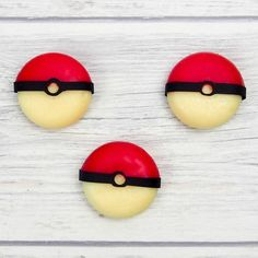 Join in with Pokemon fever with these easy edible Pokeballs. They are a healthy snack perfect for a Pokemon party or a pokeball themed lunchbox Pokemon Snacks, Easy Pokemon, Pokemon Craft, Pokemon Birthday, Pokemon Party, 6th Birthday Parties, Birthday Celebrations, Themed Parties, 7th Birthday
