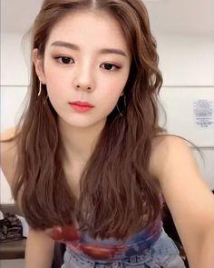 ITZY LIA 리아,최지수 (@itzys.lia): ITZY tiktok face challenge ! - instagram post download - SaveIG Kpop Girl Groups, Korean Girl Groups, Kpop Girls, New Girl, South Korean Girls, Girl Crushes, Photos, Pretty, Hair