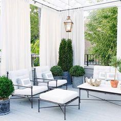 Easy Elegance from @wendylabruminteriors in Chicago! #repost #interiordesign #design #outdoorliving #decor #lanterns #bevolo #instagood