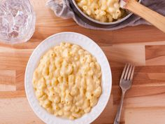 Easy Stove-Top Macaroni & Cheese recipe from Genius Kitchen. Half the recipe and add extra cheese. Macaroni Cheese Recipes, Pasta Recipes, Cooking Recipes, Mac Cheese, Cheese Food, Cheese Sauce, Gruyere Cheese, Noodle Recipes, Stuffed Peppers