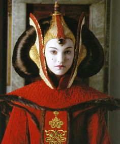 Natalie Portman as Padmé Amidala. Star Wars Episode I: The Phantom Menace. Reine Amidala, Queen Amidala, Amidala Star Wars, Star Wars Padme, Star Wars Princess Amidala, Star Trek, Star Wars Costumes, Movie Costumes, Star Wars
